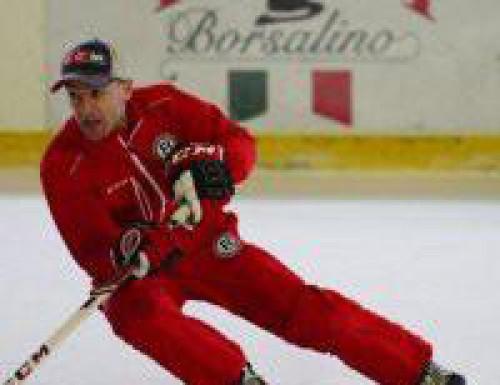 Expert na korčuľovanie Besa Tsintsadze školí trénerov Hokejových talentov